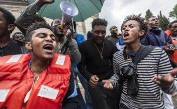 Migranten ontvoeren hulpverleners in Italië 'Geld of we vermoorden jullie!'